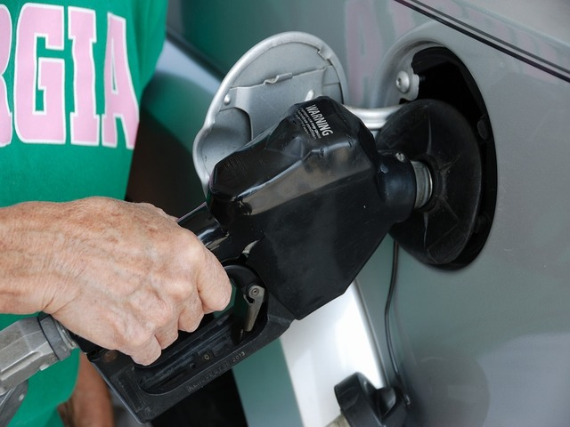 پیٹرول کی قیمتوں میں ایک بار پھر10 روپے 49 پیسے کا زبردست اضافہ