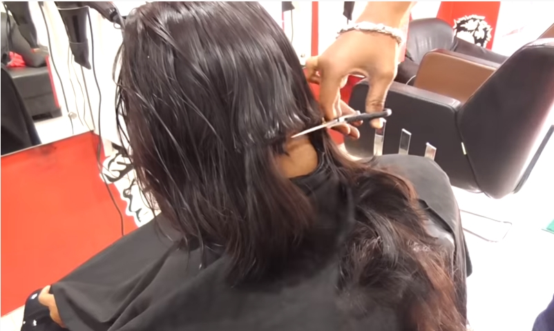 Wrong hair cutting in beauty saloon