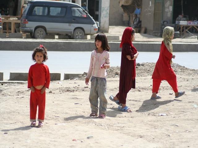 شدید غربت کی وجہ افغانستان میں مال مویشیوں کے بدلے کمسن لڑکیوں کی شادیوں کا انکشاف